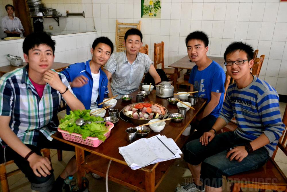 Este grupo de amigos me invitaron a comer el plato típico de su región:  Sichuan.