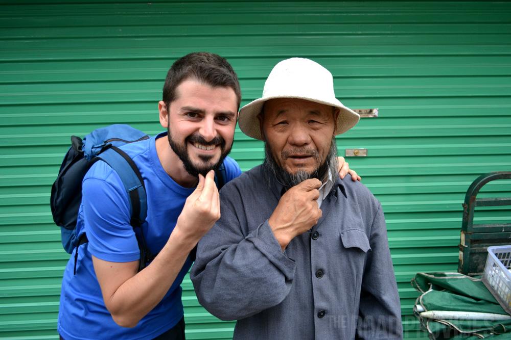 Este chino, musulmán, me invitó a visitar la mezquita de Zhangye